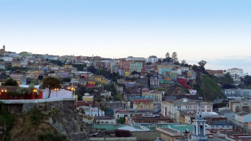 Valparaiso in Abenddämmerung © Diamir