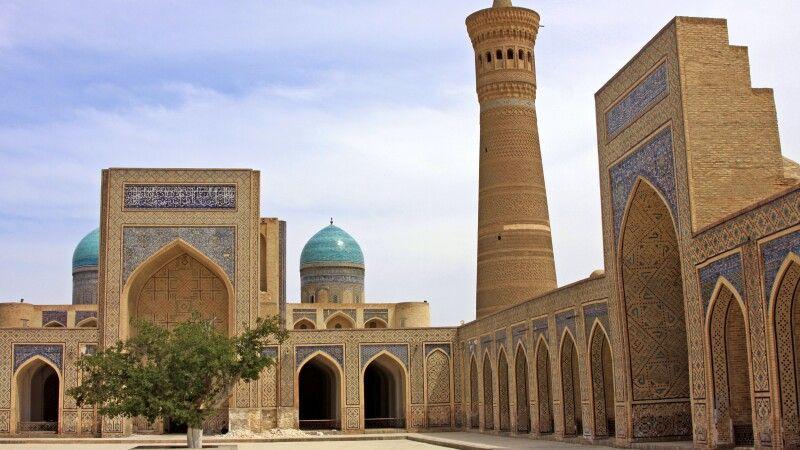 Buchara - der Kaljian Komplex mit Minarett und Moschee © Diamir