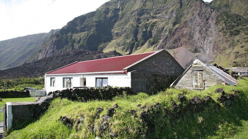 Kleines Gehöft auf Tristan da Cunha © Diamir