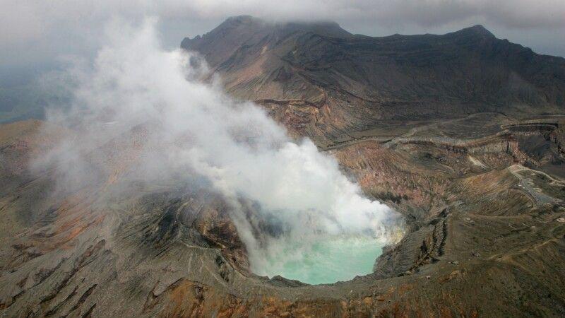 Der Krater des Naka-dake in Aso © Diamir