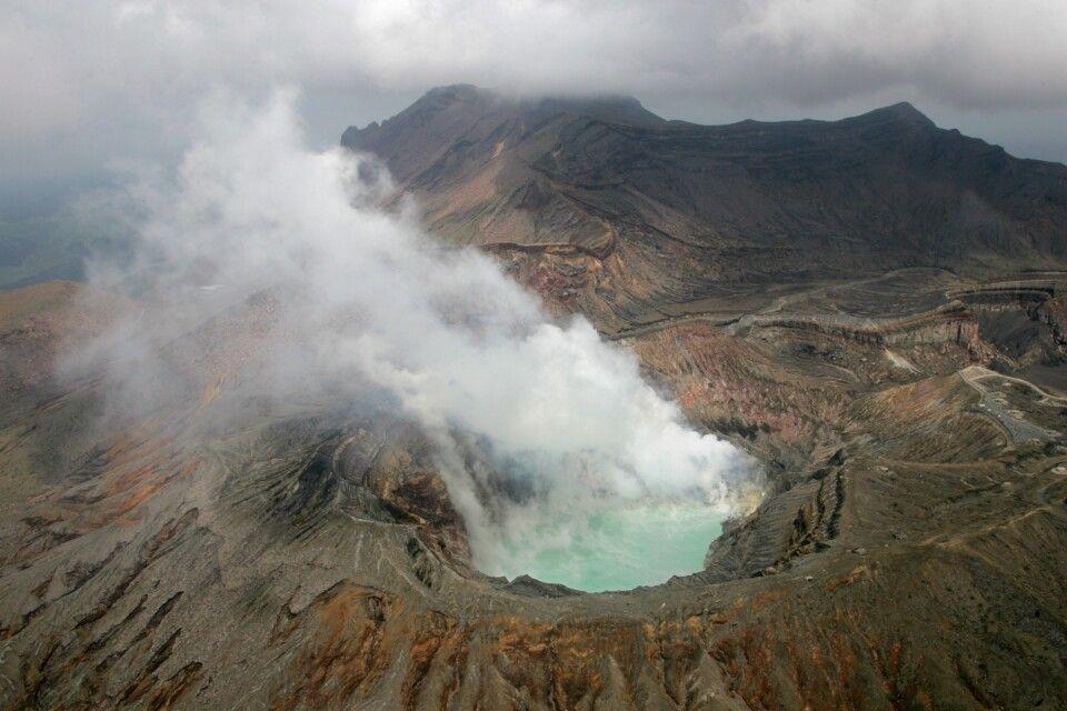Der Krater des Naka-dake in Aso