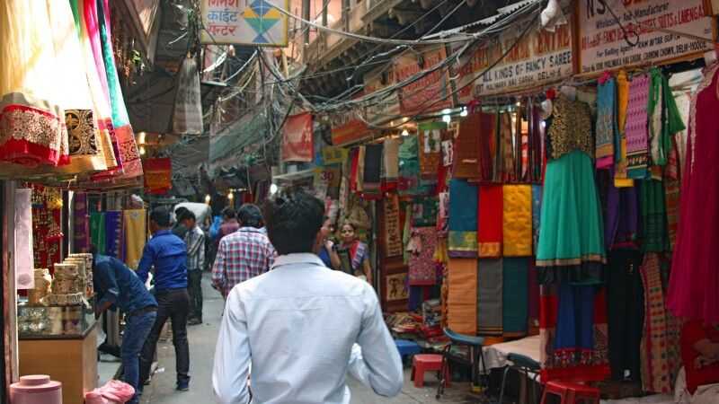Textilienmarkt in Old Delhi © Diamir