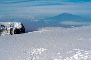 Blick vom Kili auf Mount Meru