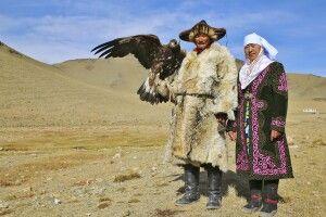 Zu Besuch bei einer Nomadenfamilie die noch die Tradition der Adlerjäger fortführt