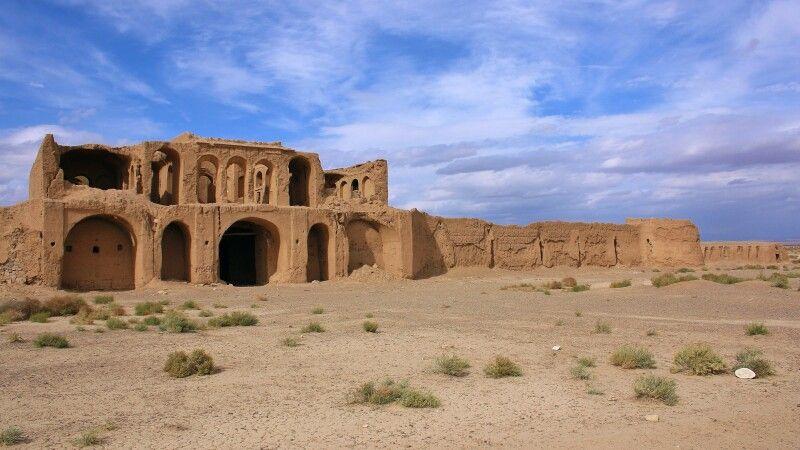 Karawanserei in der Wüste vor Isfahan © Diamir