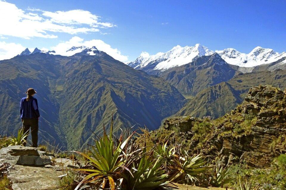 Choquequirao-Trek mit traumhaften Ausblicken auf schneebedeckte Gipfel