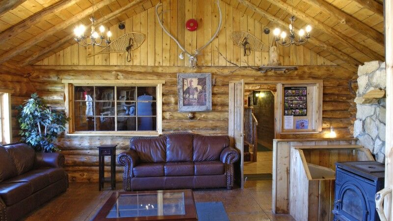 Lounge in der Lazy Bear Lodge © Diamir