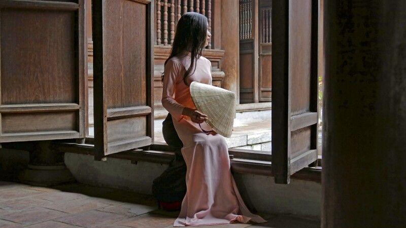 Stillleben in einem Tempel in Vietnam © Diamir