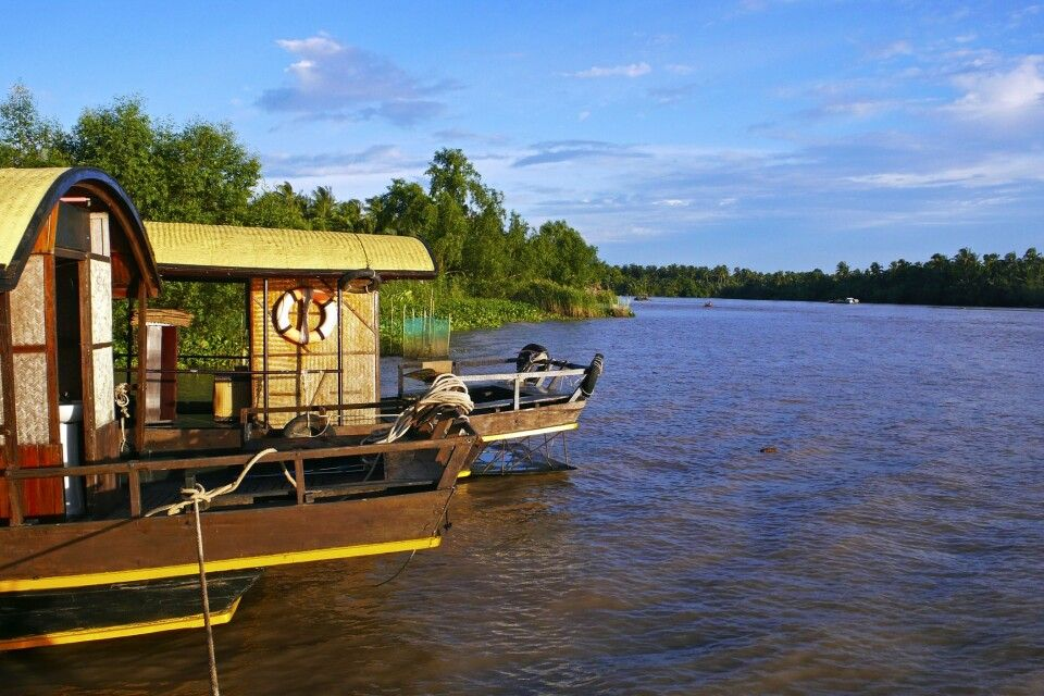 Bootsanlegestelle im Mekongdelta im Sonnenuntergang