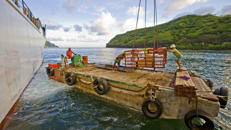 Warenentladung der Aranui © Diamir