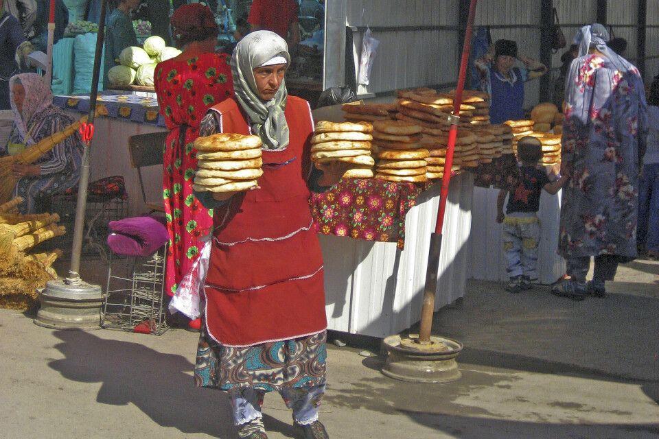 Letzter Einkauf in Pendschikent vor der Trekkingtour