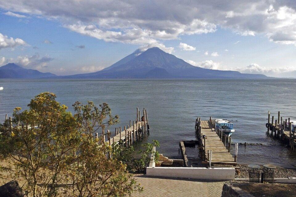 Vulkan Toliman am Atitlansee gelegen