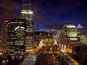 Blick auf Downtown Montreal bei Nacht