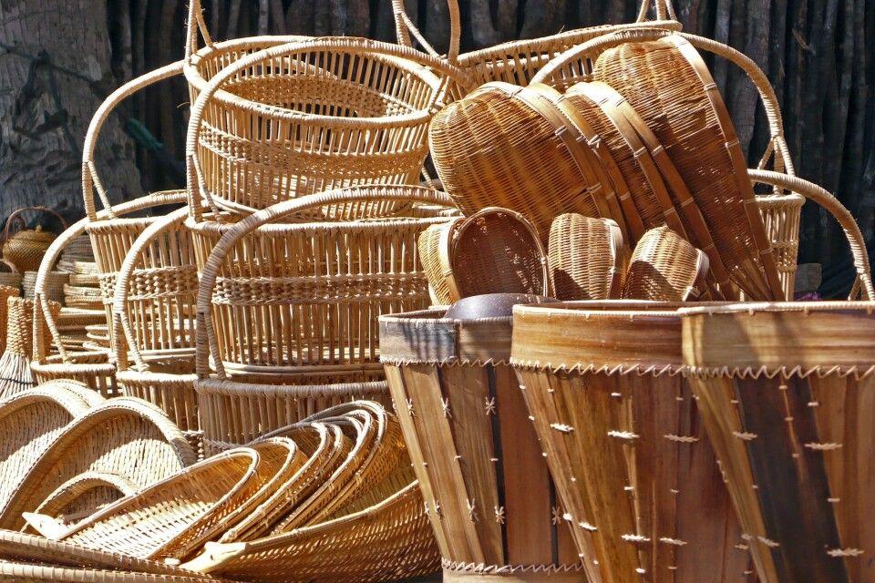 Korbwaren eines traditionellen Handwerkerbetriebes