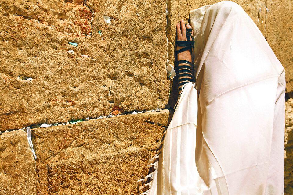 Frau an der Klagemauer