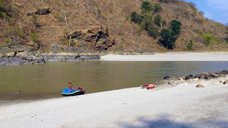 Picknickstelle am Trisuli-Fluss beim Rafting © Diamir