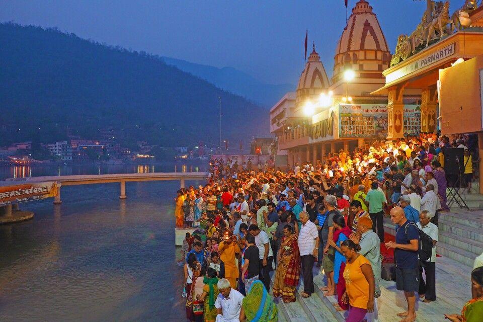 Ganga Aarti Zeremonie am Ganges in Rishikesh