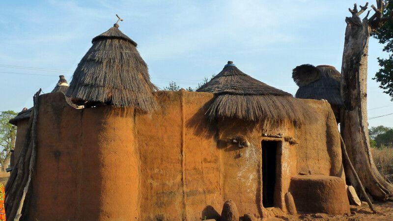 Koussoucoingou,Tata Somba, Huette, Dorf © Diamir