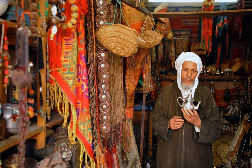 Aladins Wunderkanne im Souk in Marrakesch, Marokko