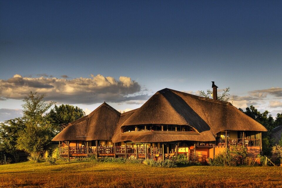 Chobe Savanna Lodge: Ansicht der Lodge
