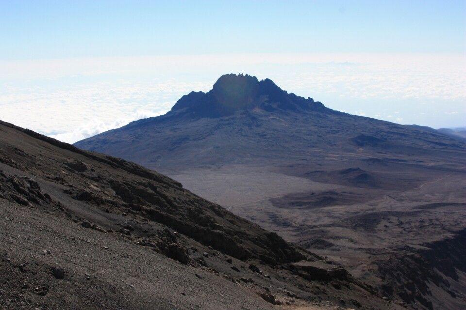 Ausblick zum Mawenzi, dem östlichem Nebengipfel des Kilimanjaro.