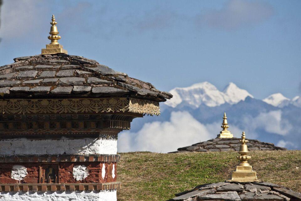 Bhutan , Dochu-La-Pass, 108 Chörten, (Thimphu-Punaka)