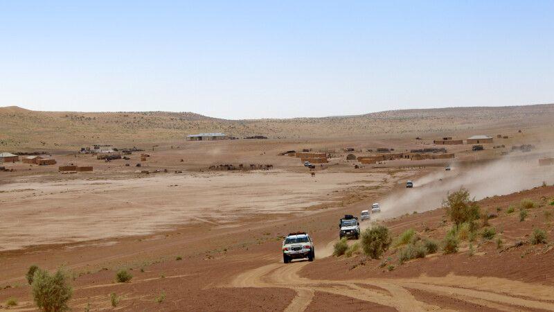 Fahrt mit Jeeps durch die Wüste Karakum © Diamir