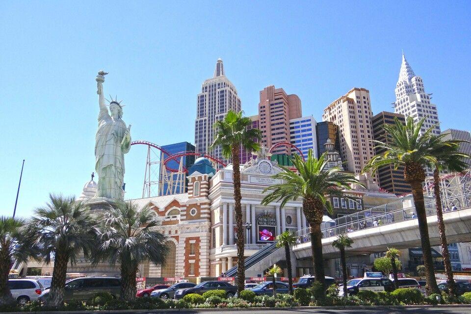 Das New York Hotel in Las Vegas mit hauseigener Achterbahn
