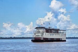 Flusskreuzer La Perla auf dem peruanischen Amazonas