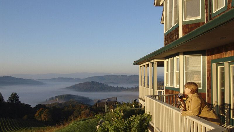 Youngberg Hill in Oregon Wine Country © Diamir