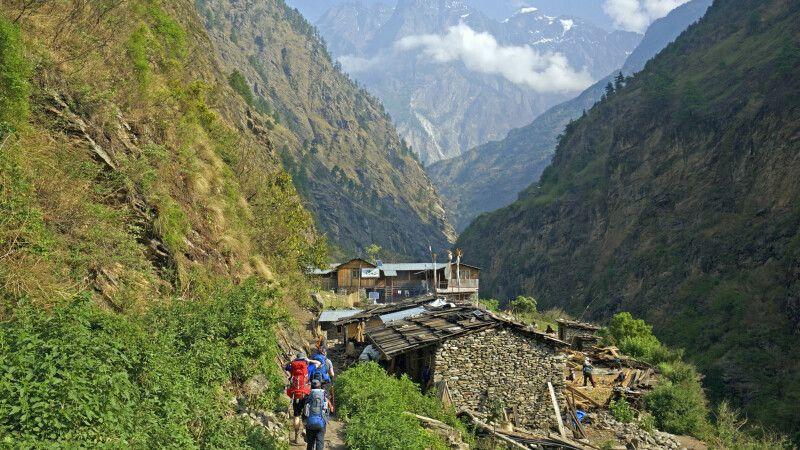 Blick von Deng in Richtung Namrung Tal © Diamir