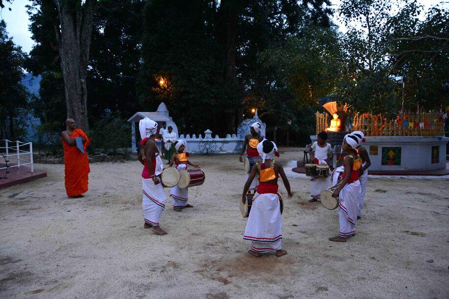 Tanz der Dorfbewohner in Badulla