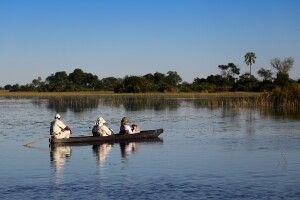 Unterwegs im Mokoro im Okavango Delta