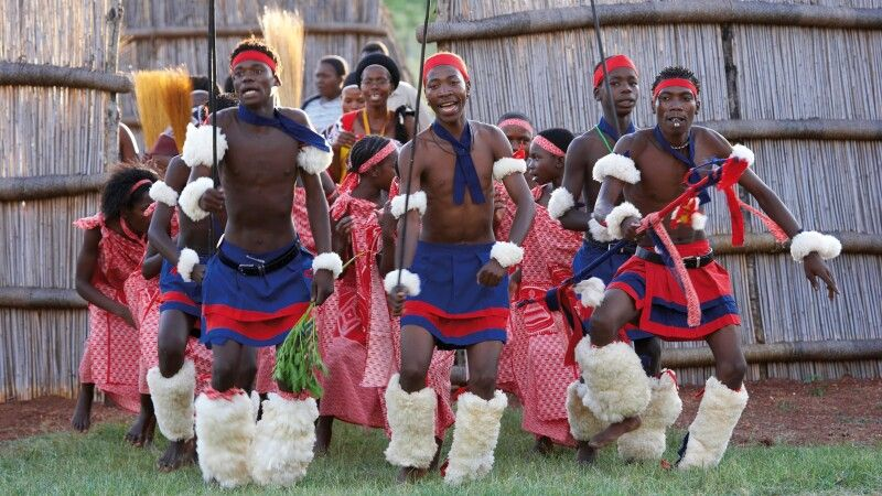 Traditioneller Tanz der Swasi, Ebutsini Cultural Village. Nahe Barbeton. Mpumalanga © Diamir
