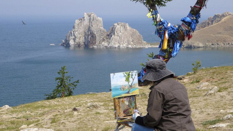 Der heilige Schamanenfelsen der Baikal-Insel Olchon © Diamir