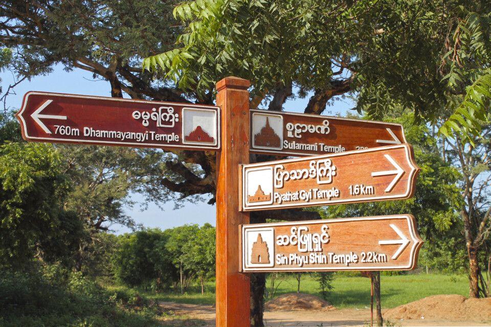 Wegweiser in Bagan machen die Erkundung einfach