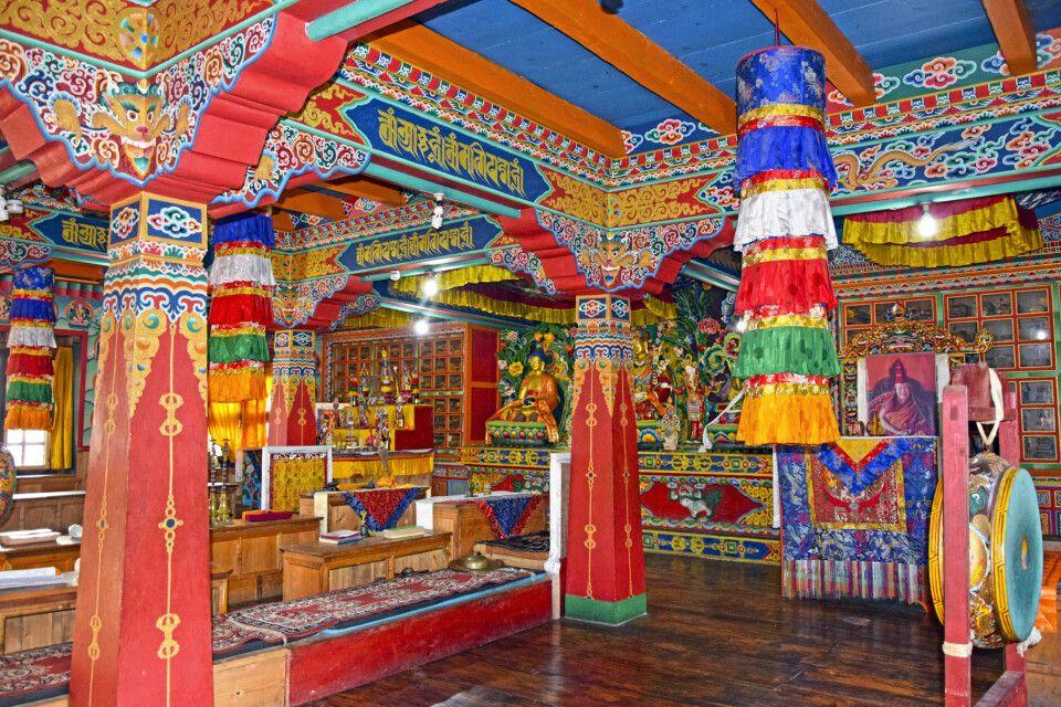 Buddhisitisches Kloster auf dem Weg nach Kharikola
