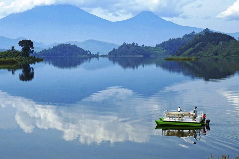 Blick auf die Virunga Bergkette vom Mutanda Lake Resort