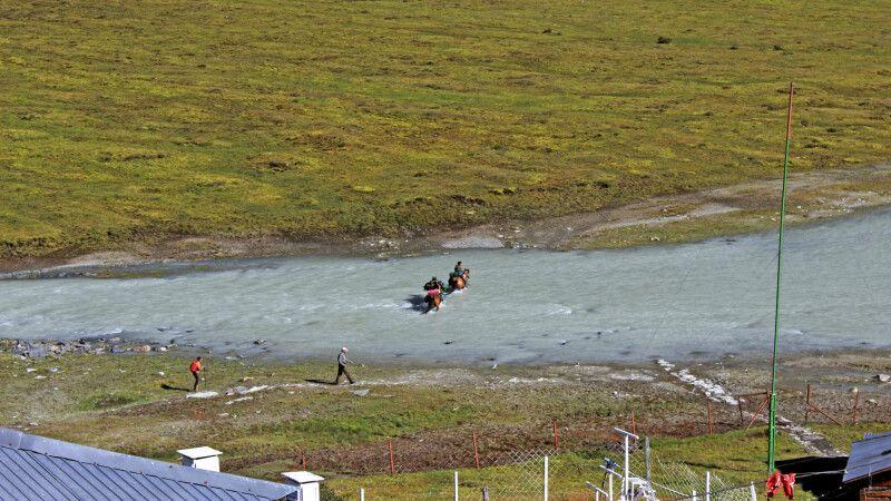 Per Pferd über den Fluss © Diamir