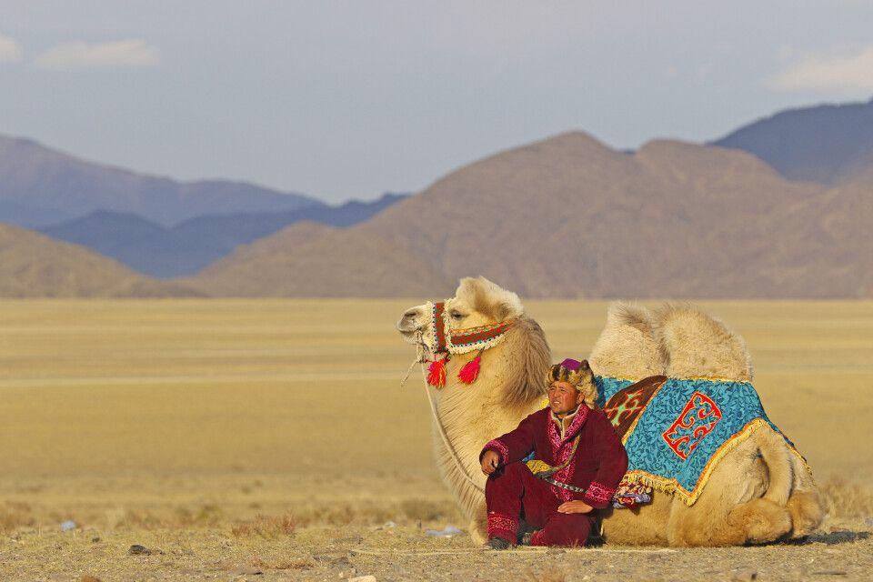 Adlerjäger mit seinm Kamel