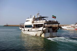 Faehrboot_zur_Insel_Qeshm