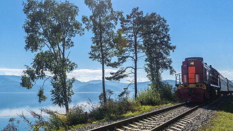 Touristenzug der Baikal-Bahn © Diamir