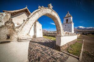 Kirche im kleinen Dorf Colchane
