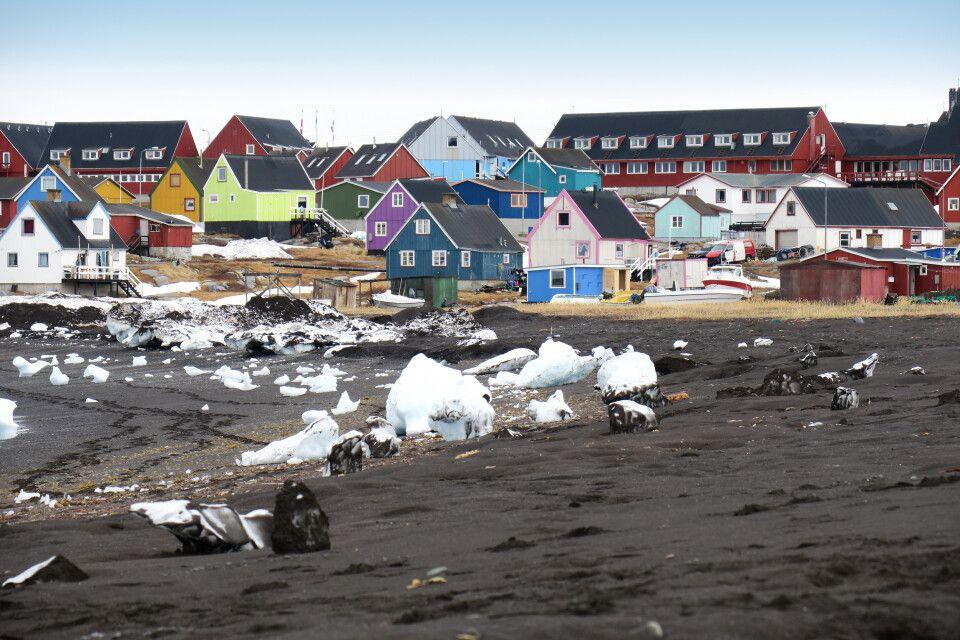 Am schwarzen Strand von Qeqertarsuaq, Diskobucht
