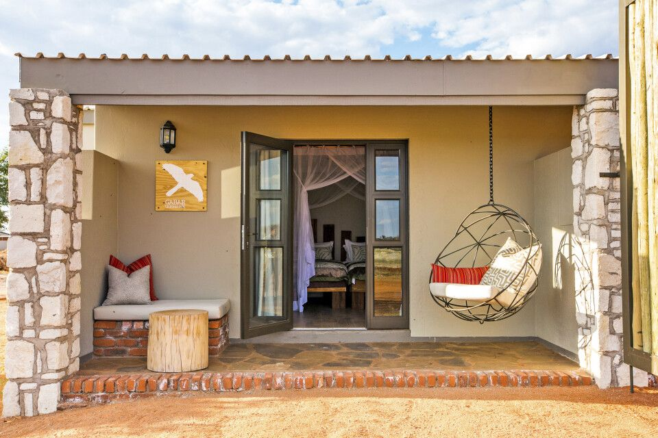 Kalahari Anib Lodge, Terrasse eines Comfort Bungalows