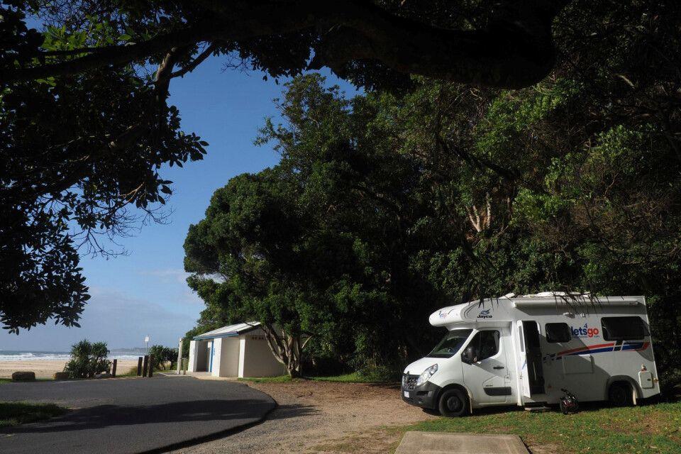 Einsamer Strand mit Sanitäranlagen und heimlichen Stellplatz. In Australien findet man noch idyllische Plätze, wo einen keiner findet…