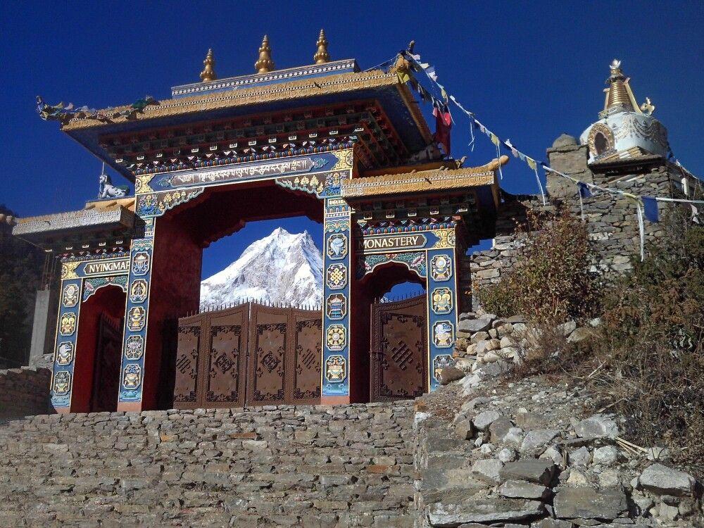 Klostertor mit Manaslu