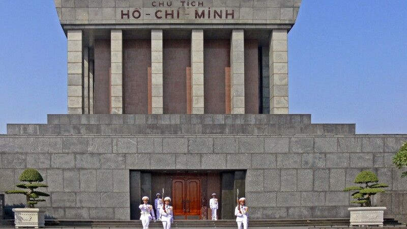 Ho-Chi-Minh-Mausoleum in Hanoi © Diamir