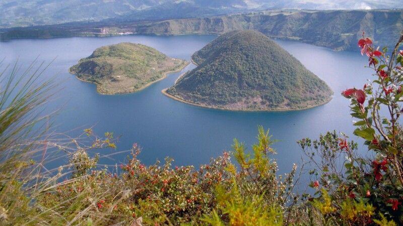 Laguna Cuicocha in Otavalo © Diamir