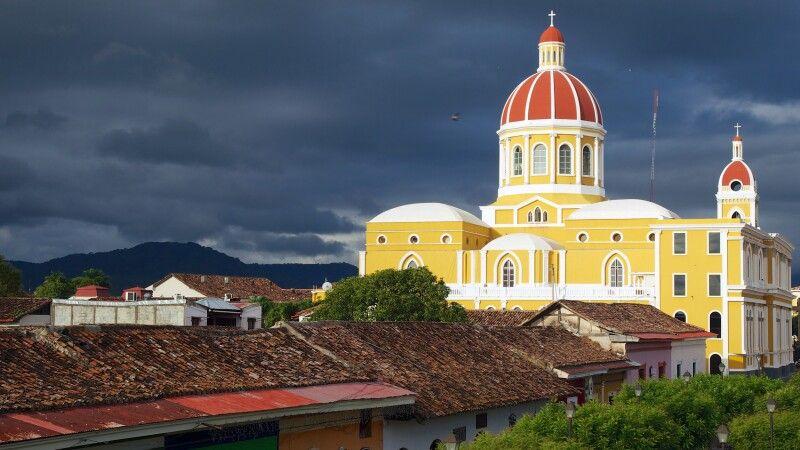 Kathedrale in Granada, Nicaragua © Diamir